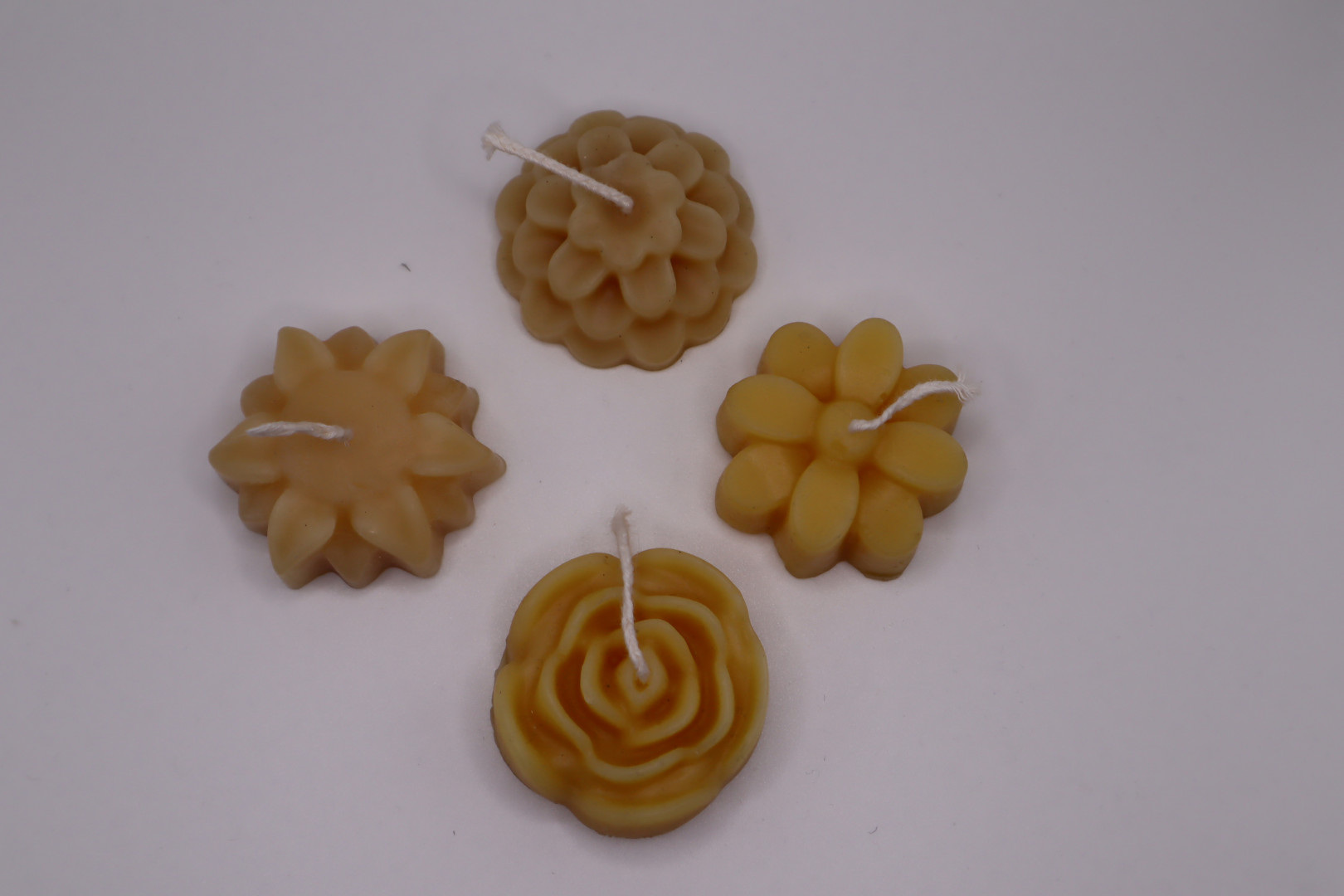 4 Pkg of Floating Flowers Candles 90 g